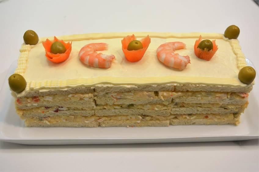 Paso 4 de Pastel de ensaladilla y pan de molde