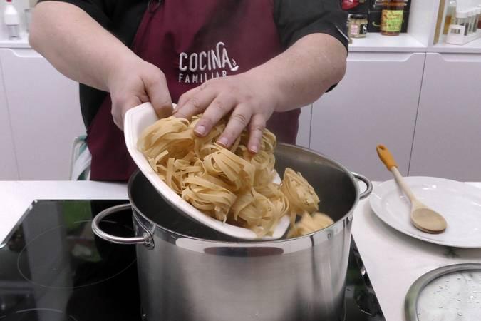 Paso 2 de Pasta pomodoro con atún en aceite