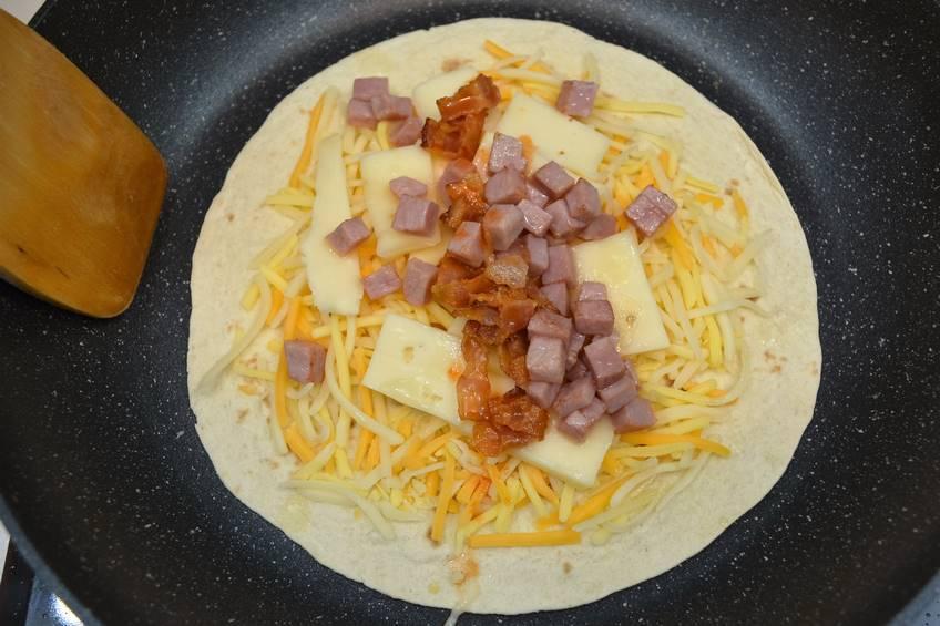 Paso 3 de Quesadillas de jamón y queso