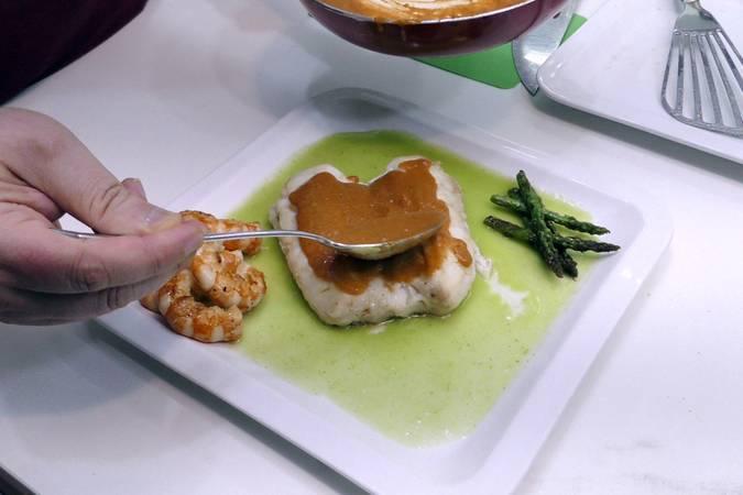 Paso 6 de Merluza con dos salsas