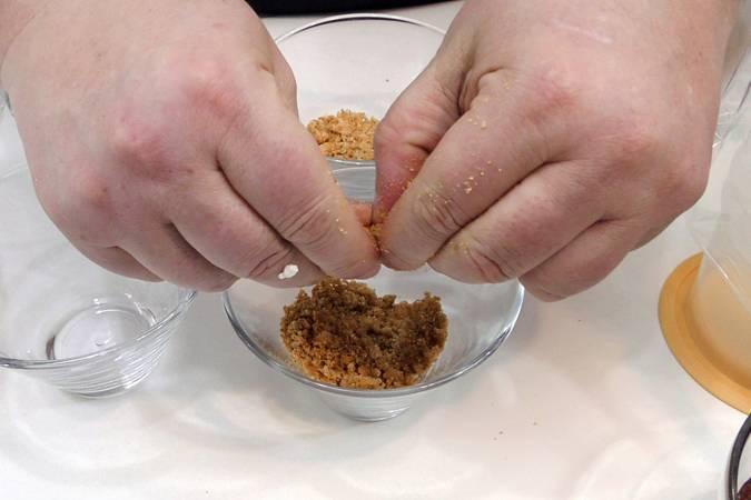 Paso 2 de Tarta de queso en vasitos, la ración perfecta