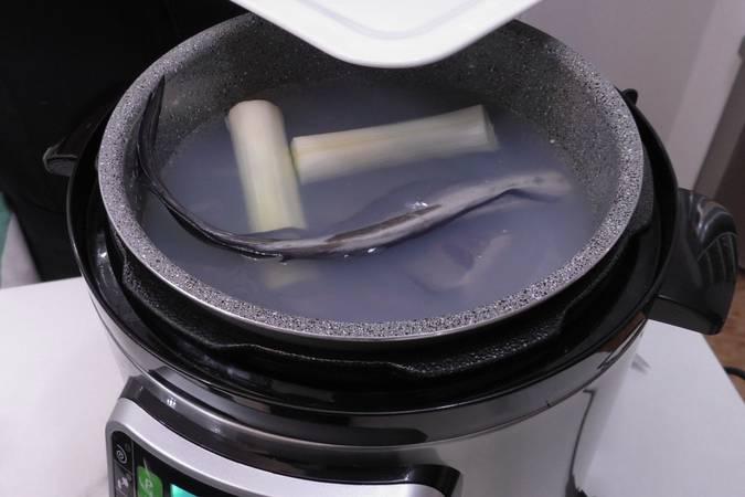 Preparar el caldo de pescado