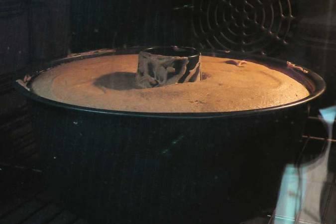 Paso 2 de Como hacer un bizcocho casero muy esponjoso para 24 personas