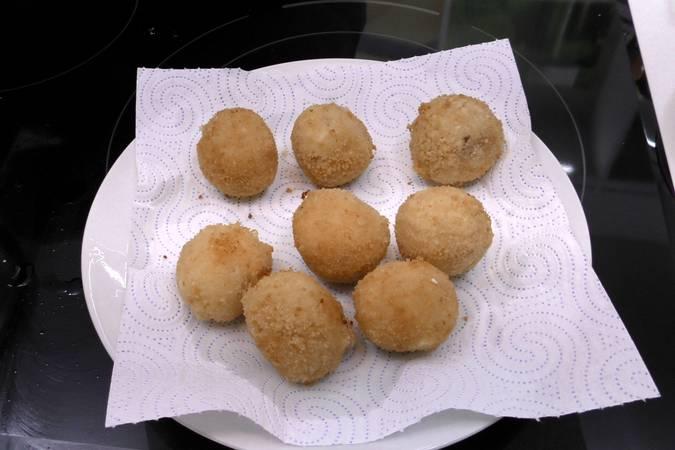 Paso 5 de Bolas de patata con jamón y queso
