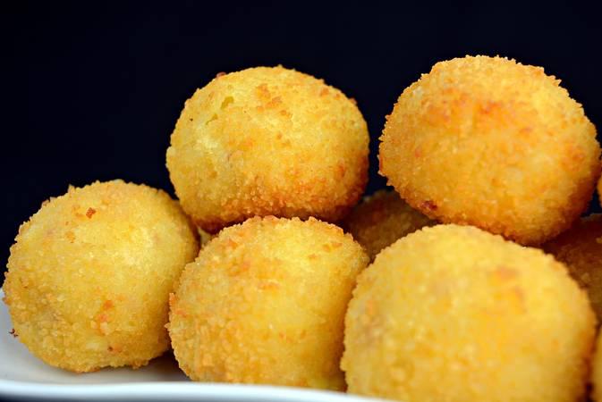 Paso 6 de Bolas de patata con jamón y queso