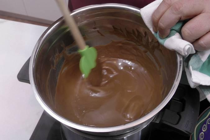 Paso 2 de Turrón de chocolate con arroz inflado