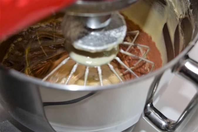 Paso 3 de Como hacer un bizcocho casero muy esponjoso para 24 personas