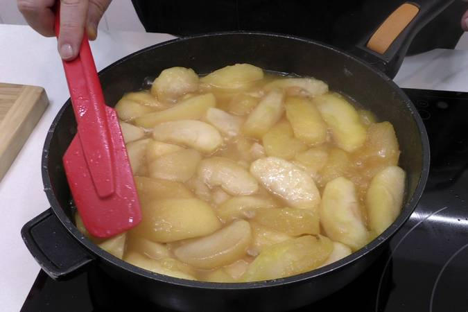 Paso 3 de Empanada de manzana muy fácil