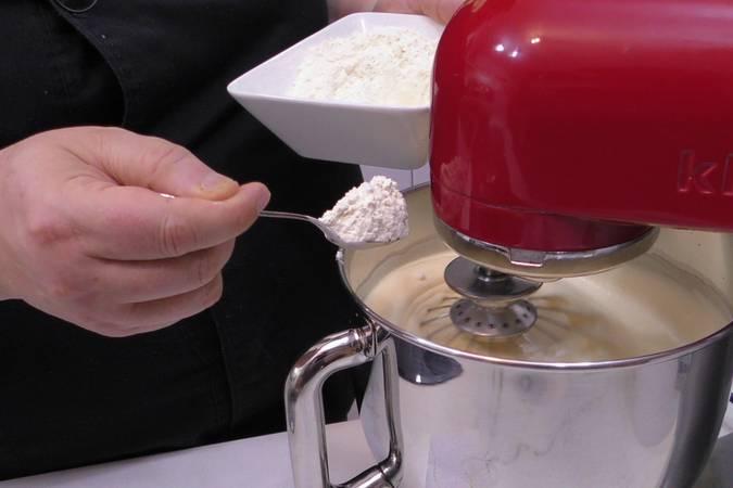 Paso 4 de Tarta de chocolate con nata