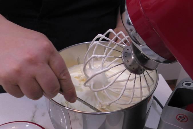 Paso 8 de Tarta de chocolate con nata