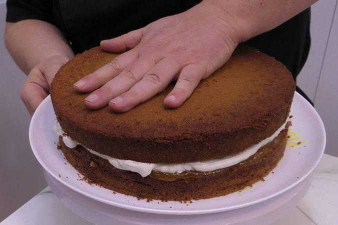 Paso 10 de Tarta de chocolate con nata