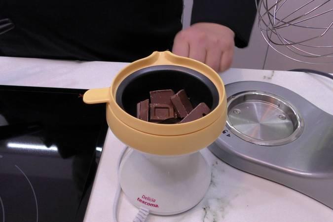 Paso 2 de Piña a la plancha con chocolate y crema de queso