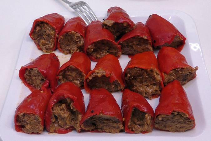 Paso 4 de Pimientos rellenos de morcilla con salsa de tomate