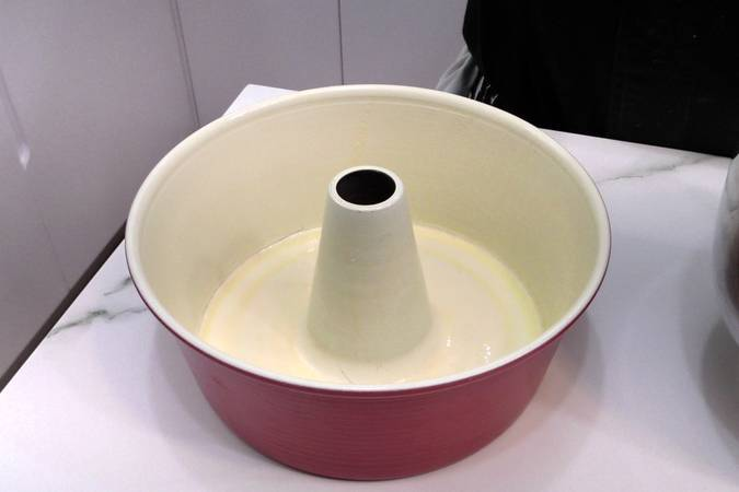 Paso 4 de Como hacer un bizcocho casero de coco muy esponjoso