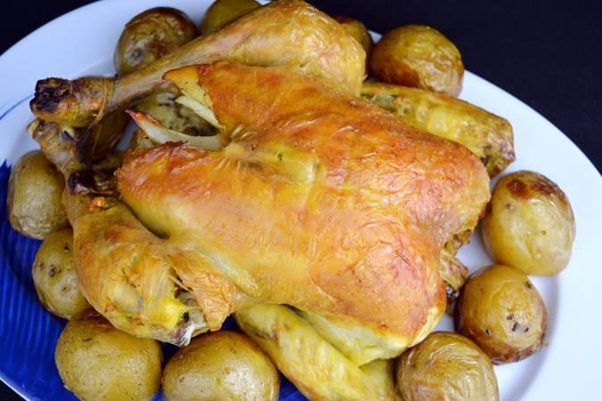 Ya hemos terminado el pollo asado con limón y patatas
