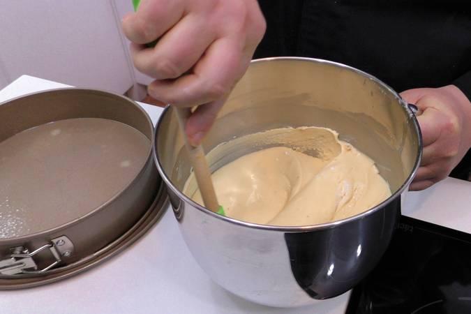 Paso 3 de Bizcocho de naranja glaseado con chocolate