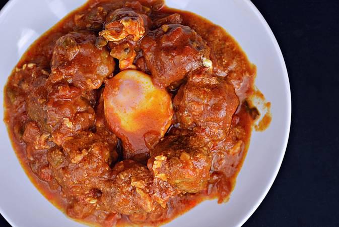 Paso 7 de Albóndigas con salsa de tomate y huevos escalfados