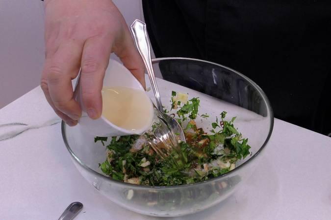 Paso 1 de Costilla de cerdo asada con salsa chimichurri