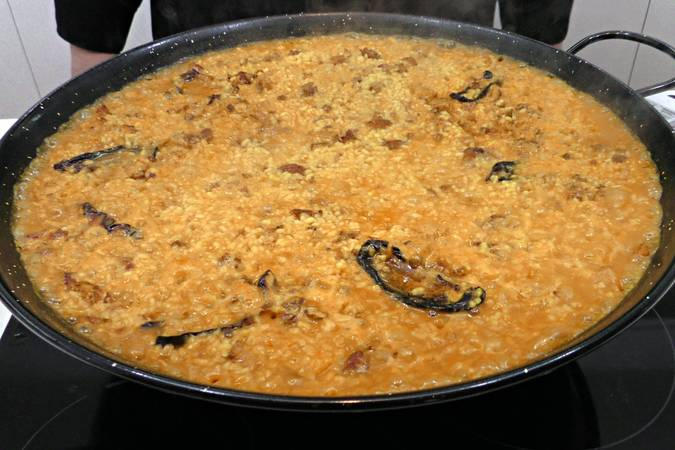 Dejar reposar el arroz con salchichas