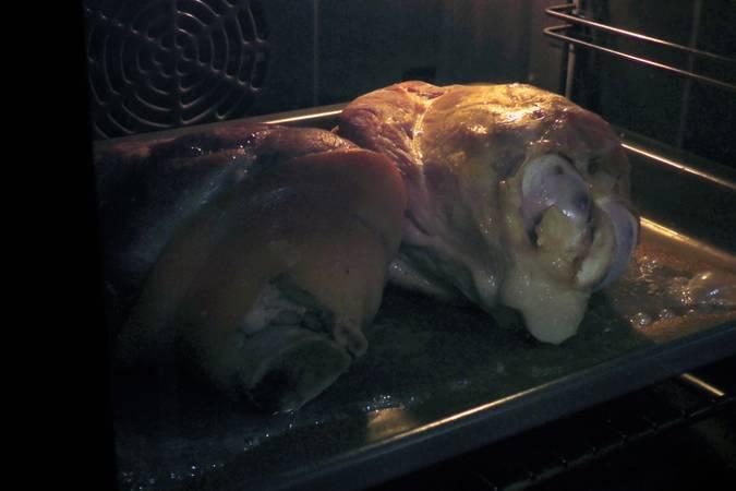 Paso 1 de Codillo de cerdo asado con verduras a la plancha