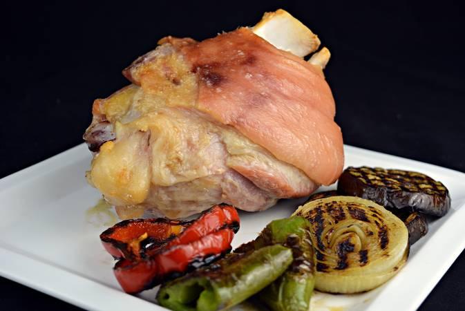Paso 5 de Codillo de cerdo asado con verduras a la plancha
