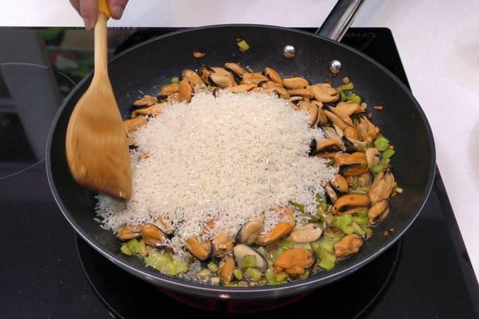 Paso 4 de Arroz con mejillones para dieta
