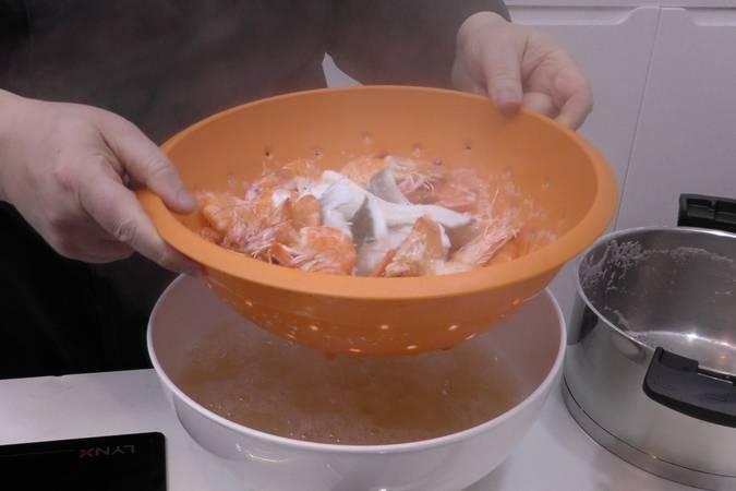 Paso 2 de Albóndigas de arroz y gambas en salsa picante
