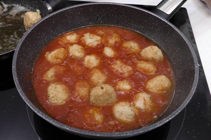 Paso 7 de Albóndigas de arroz y gambas en salsa picante