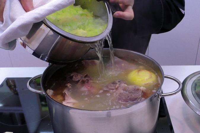 Paso 4 de Receta del cocido maragato típico de León