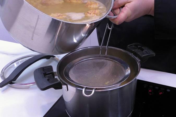 Paso 8 de Receta del cocido maragato típico de León