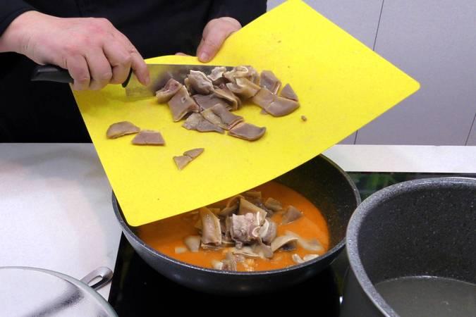 Paso 4 de Oreja de cerdo en salsa picante