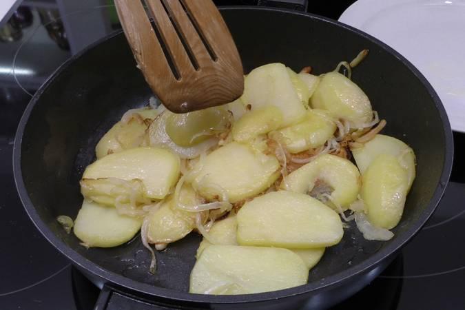 Paso 3 de Como hacer patatas a lo pobre