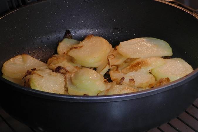 Paso 4 de Como hacer patatas a lo pobre