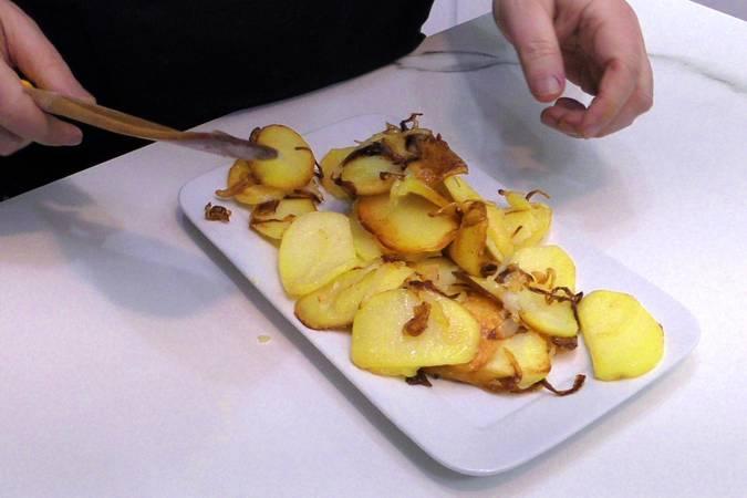 Paso 5 de Como hacer patatas a lo pobre