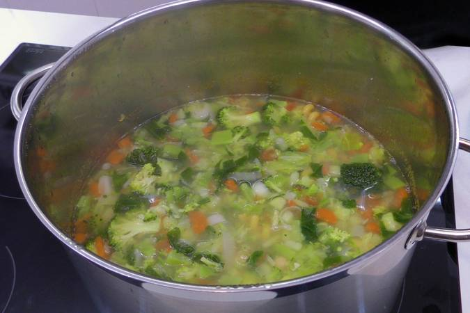 Paso 5 de Sopa de verduras para dieta