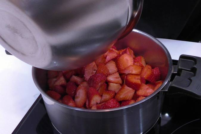 Paso 1 de Mousse de fresa y chocolate blanco