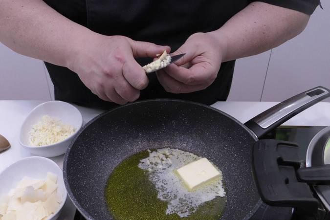Paso 1 de Fetuccini Alfredo, receta muy fácil