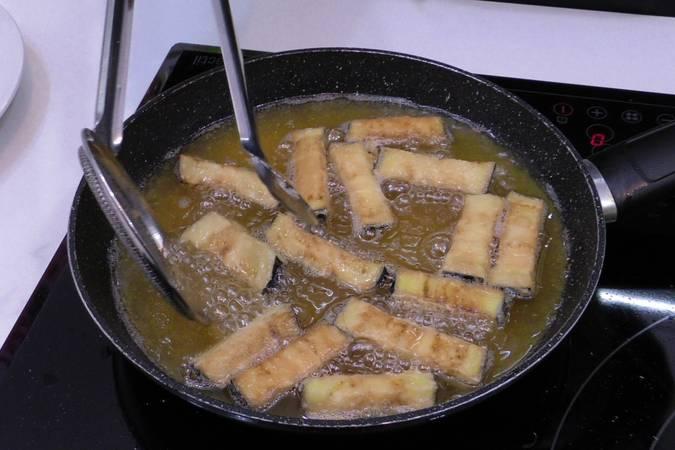 Paso 3 de Bastones de berenjena crujientes con miel