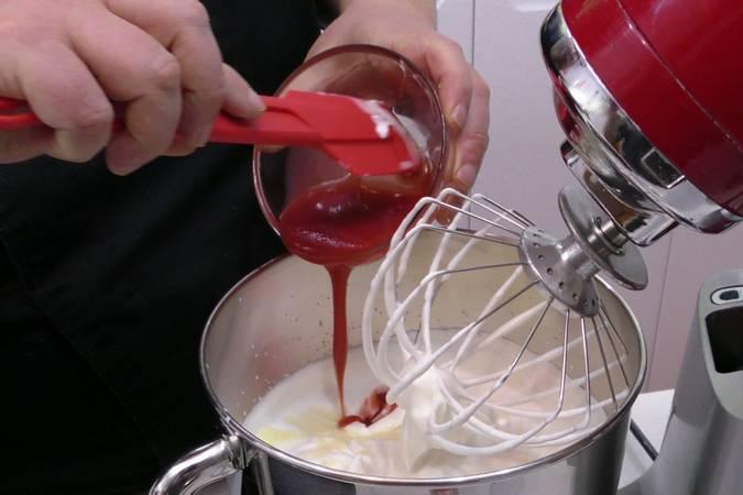 Paso 2 de Como hacer helado de fresa muy cremoso