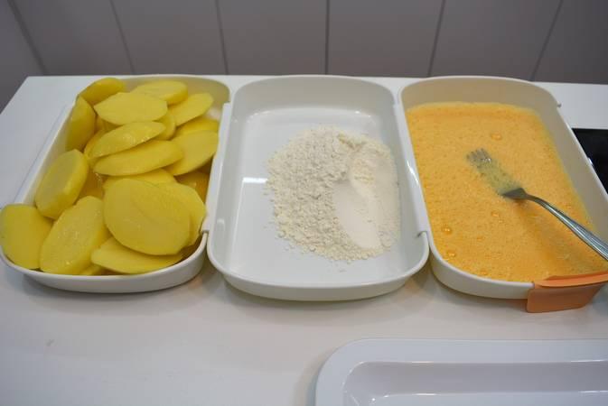Paso 1 de Patatas rebozadas también llamadas patatas a la importancia