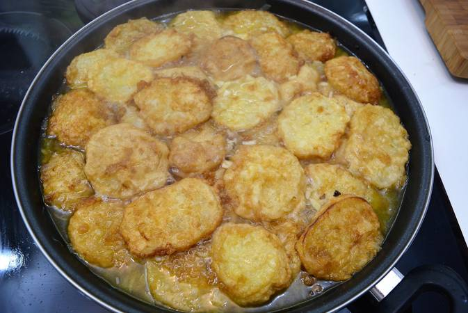 Paso 4 de Patatas rebozadas también llamadas patatas a la importancia