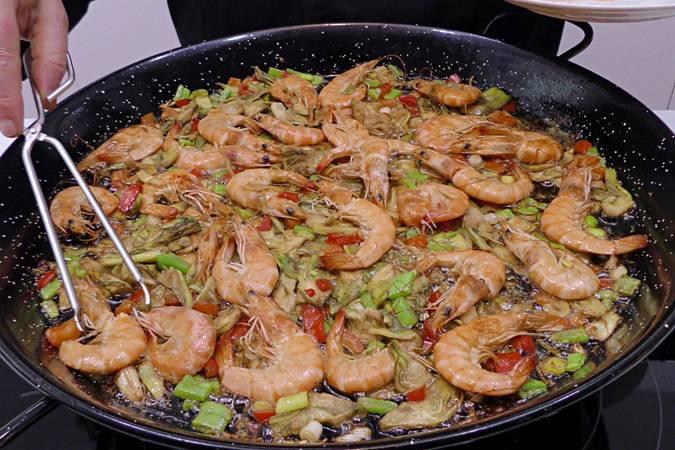 Paso 3 de Arroz al curry con langostinos y verduras