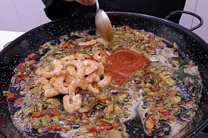 Paso 4 de Arroz al curry con langostinos y verduras
