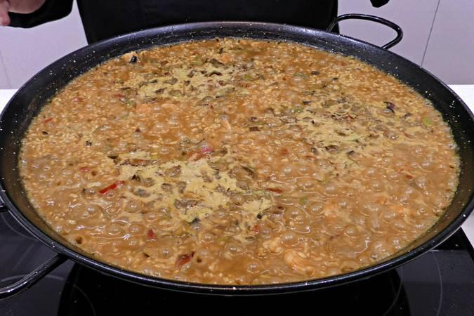 Paso 7 de Arroz al curry con langostinos y verduras