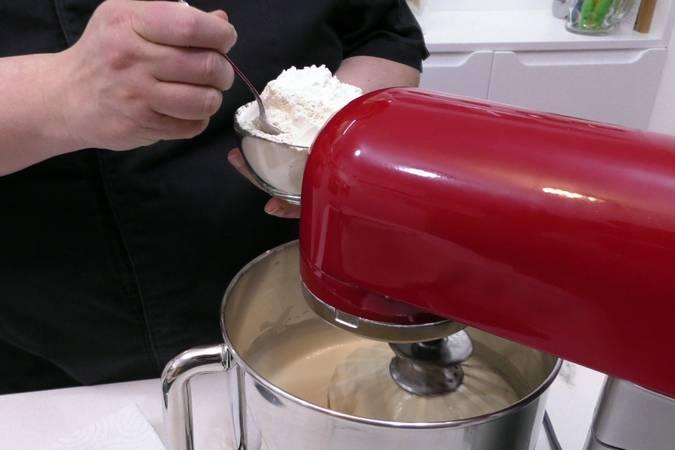 Paso 3 de Cupcakes de Pedro Ximénez con crema de queso