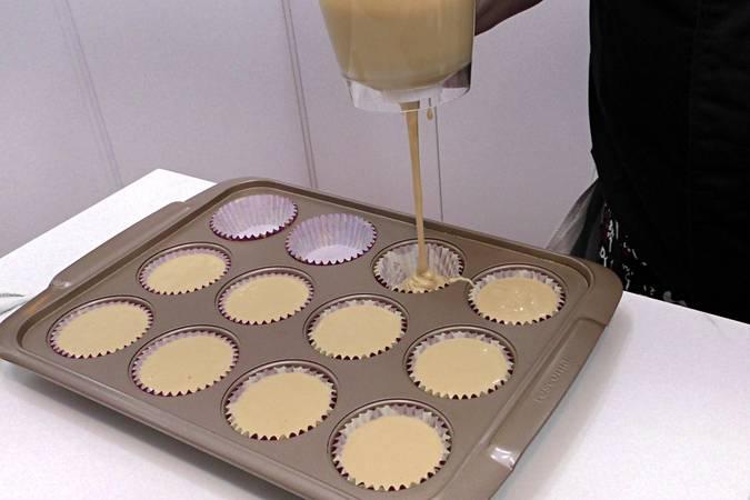 Paso 4 de Cupcakes de Pedro Ximénez con crema de queso