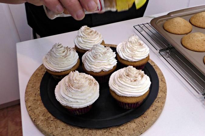 Paso 9 de Cupcakes de Pedro Ximénez con crema de queso