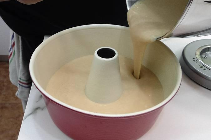Paso 4 de Bizcocho de leche condensada con truco