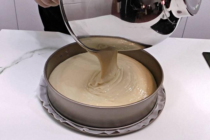 Paso 4 de Bizcocho de yogur natural con queso, bizcocho casero muy esponjoso