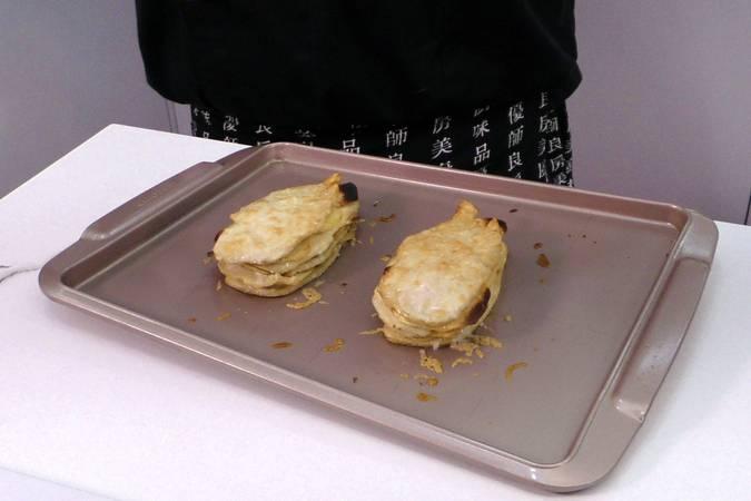 Paso 4 de Milhojas de pollo y patatas gratinado con queso